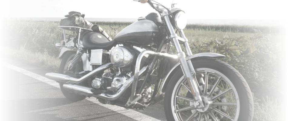 大型バイクを路上に止められている